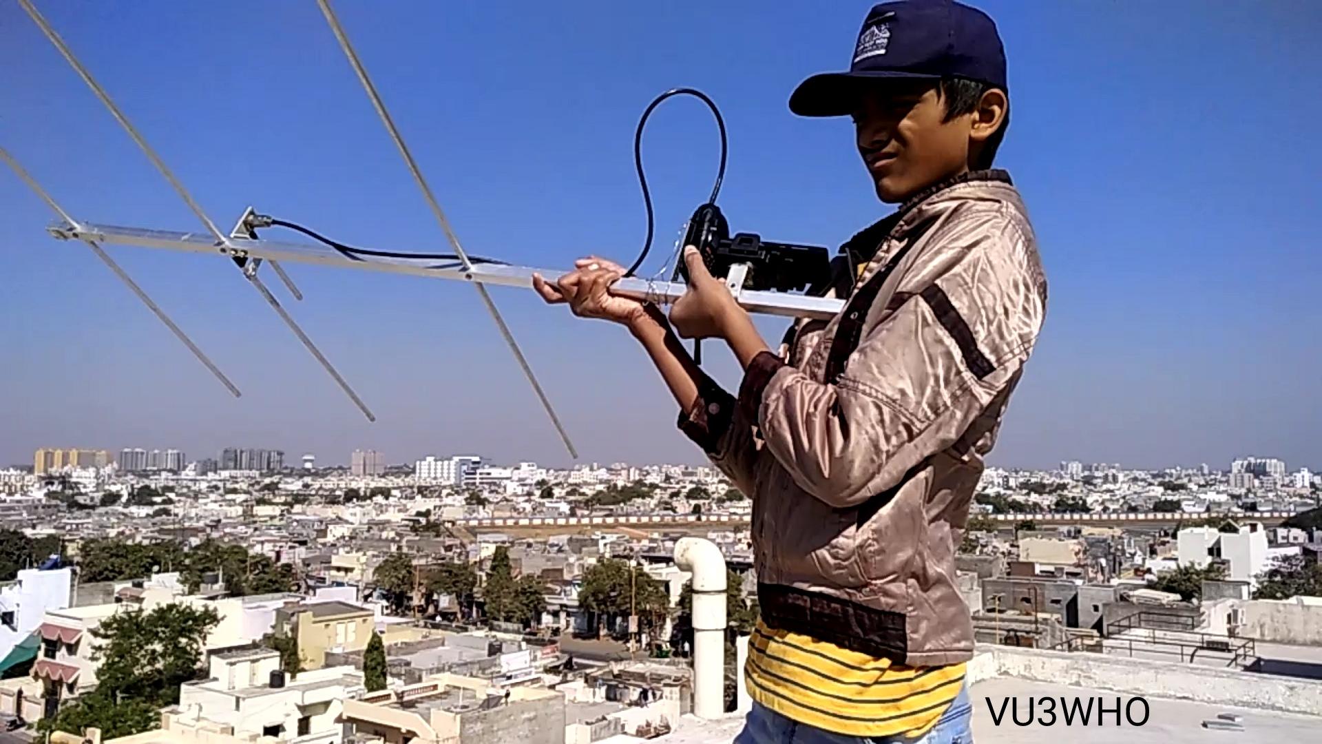 VU3WHO Snehal Vagadia Receiving SSTV Image.jpg